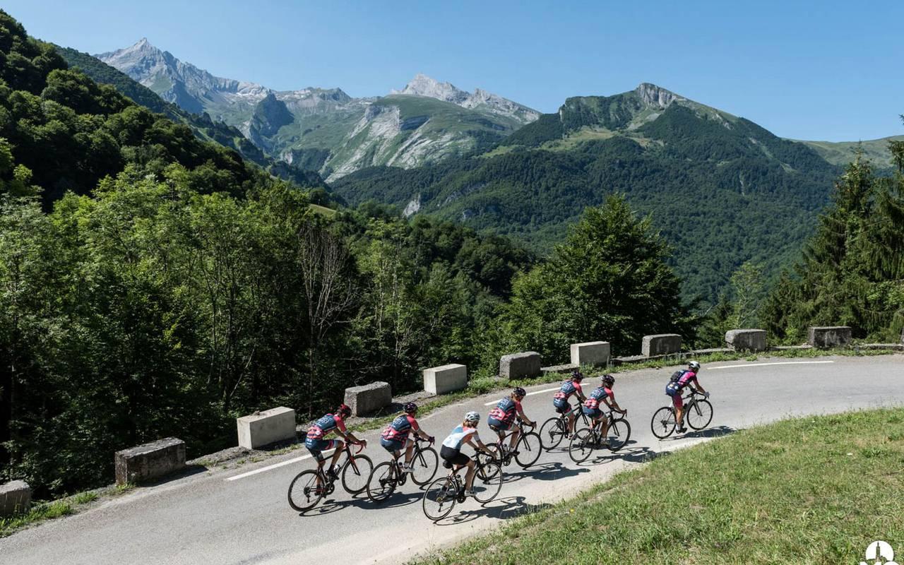 Cyclists, cycling trip Pyrénées, Hôtel Gallia