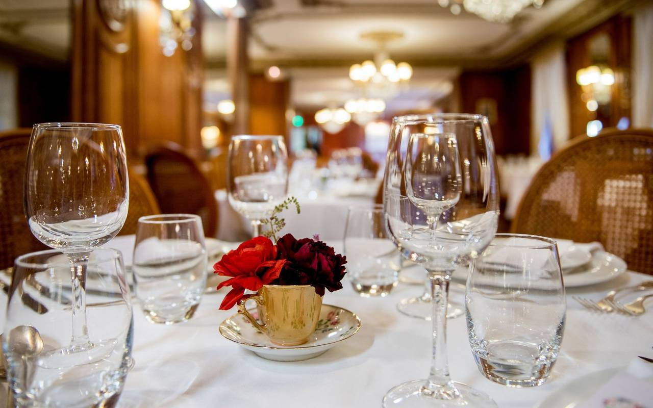 Interior view of the Belle Époque gourmet restaurant of the Gallia & Londres Hotel, Lourdes hotel restaurant, Vinuales Hotels.