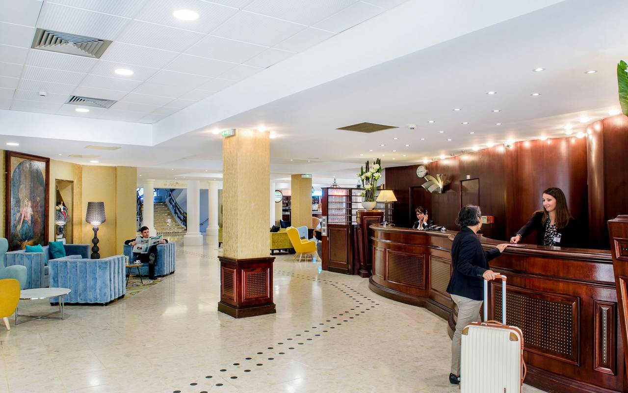 Large and warm hotel reception with lounge, team building pyrenees, Hotel La Solitude.