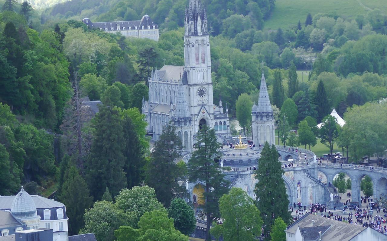 Panoramic view of the sanctuary, Lourdes activities pilgrimage, Hôtels Vinuales