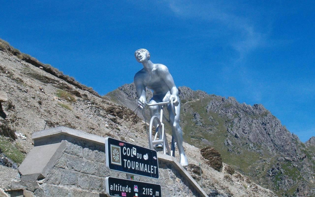 Statue, spa hotel Hautes Pyrénées, Hôtel Gallia Londres