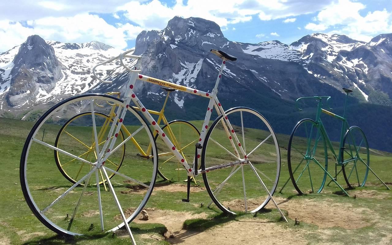 2 vélos, cyclotourisme Pyrénées, Hôtel Gallia