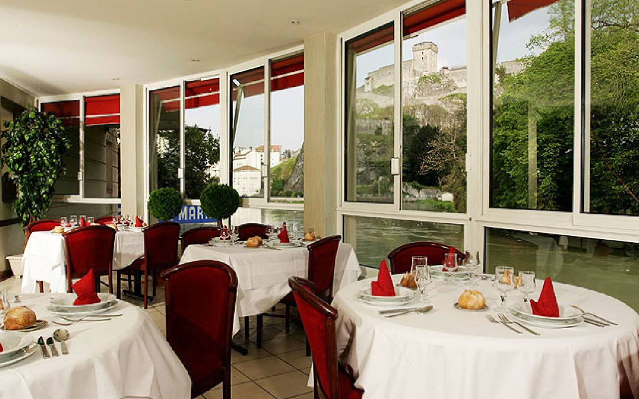 Restaurant avec vue, hébergement Lourdes, Hôtels Vinuales