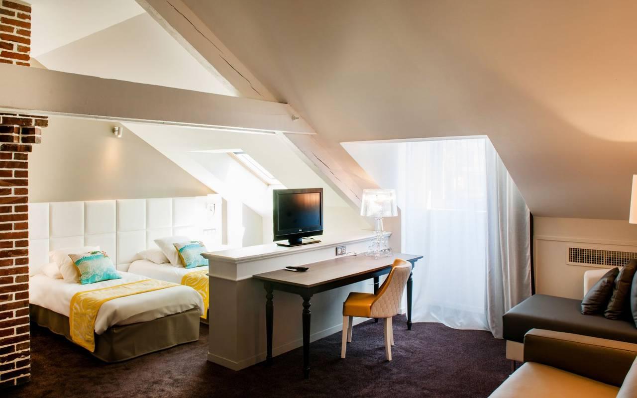 Chambre mansardée, hébergement Lourdes, Hôtels Vinuales