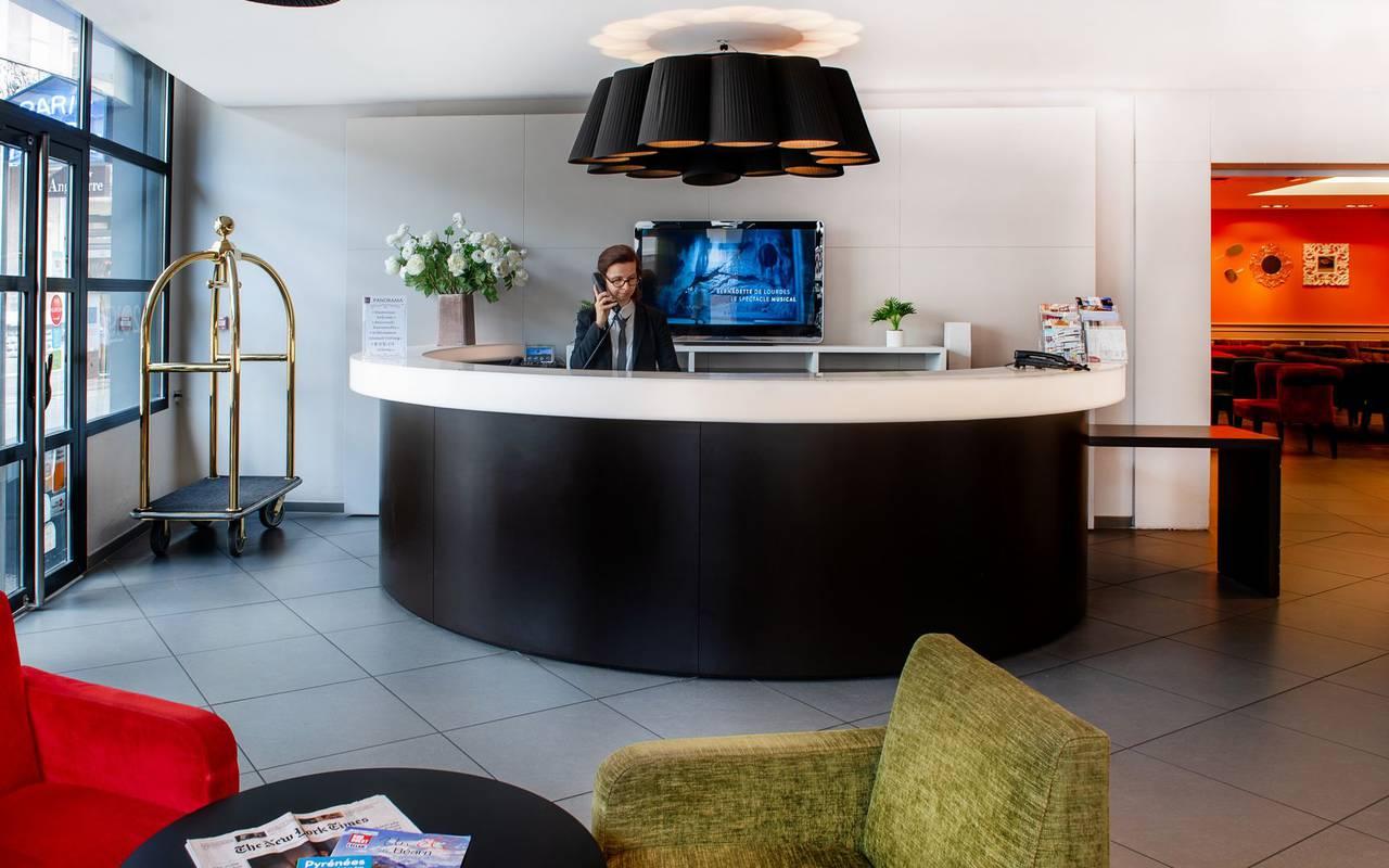Réception de notre hôtel à Lourdes près du sanctuaire, hôtel Panorama